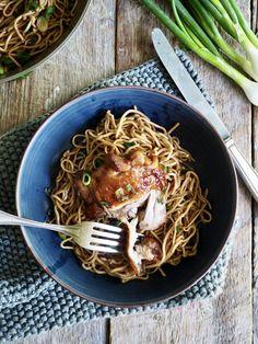 Ovnsbakt kylling med soyasaus og honning Spaghetti, Ethnic Recipes, Food, Meal, Eten, Meals, Noodle