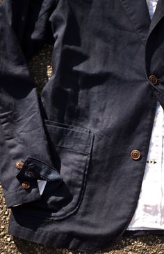 I really want a casual navy blazer like this.