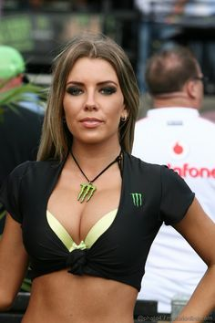 Sexy F1 GP grid girl Monster pitlane babe in Australia