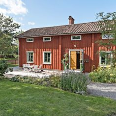 Beautiful Houses Interior, Beautiful Homes, Sweden House, Red Houses, Scandinavian Home, Cabins In The Woods, My Dream Home, Tallit, House Styles