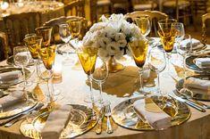 Casamento com tema de ambientação romântica e luxuosa no Castelo de Itaipava. Festa assinada por Daniel Cruz. #wedding #white #casamento Decoration Table, Event Decor, Corporate Events, Table Settings, Bridal, Wedding, Home Decor, Wedding Showers, Wedding Decoration