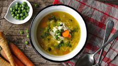 Tuto polévku mám spojenou sdětstvím, vařila mi ji maminka ají zase její babička... Krásně voní máslem aje to vážně rychlovka. Aproč mozečková? Protože zavářka připomíná strukturou květákový mozeček. Cheeseburger Chowder, Thai Red Curry, Soup, Ethnic Recipes, Soups