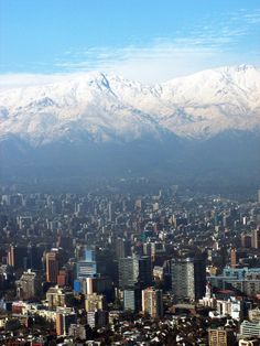 My country is so beautiful. Santiago, Chile con su cordillera de Los Andes