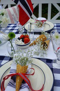 Inspirasjonsbord til mai Constitution Day, Norway, Table Settings, Table Decorations, Home Decor, Decoration Home, Room Decor, Place Settings, Home Interior Design