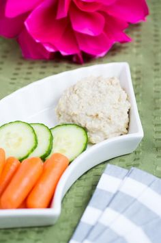 Cashew dip is healthy and tastes delicious when used as a dip for fresh veggies. Soaked cashews are blended with garlic and garlic for a huge burst of flavor! Magic Bullet Recipes, Appetizers Table, Vegetable Snacks, Healthy Dips, Vegan Friendly, Vegan Vegetarian, Delish, Snack Recipes, Nutribullet