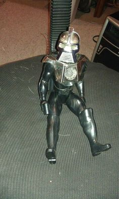 """1978,Cylon,12""""action figure,good cond,works,battlestar galactica toyover 12 inches tall!!!what a fantastic toy- a 1978,Cylon,12""""action figure,good cond,works,battlestar galactica toy scratched ,aged.used,slight damage but functions,leg and chest plate seem to fall off easy during play but they pop right back on.as shown ,this take 2 AA batteries not included,push the trigger down on his back pack and he lights up!!eye,chest,and gun all light up as shown!! thank you"""