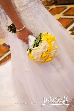 I think I really do like a lot of yellow roses, they just seem like a wedding flower and really pretty