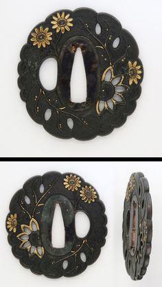 Nanbokucho period Chrysanthemum flowers engraved on Shakudo-nanakoji chrysanthemum shaped plate with gold color .