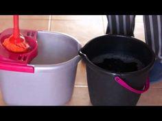 Cómo fregar el suelo de toda una casa (130m2) con un sólo cubo de agua y con agua siempre limpia - YouTube