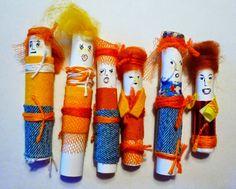 Helmi Coenders: gelukspoppetjes maken...... Art For Kids, Crafts For Kids, Arts And Crafts, Diy Crafts, Worry Dolls, Helmet, China, Style Inspiration, School