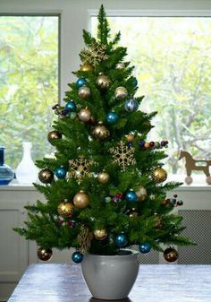 Blue and gold christmas tree deco