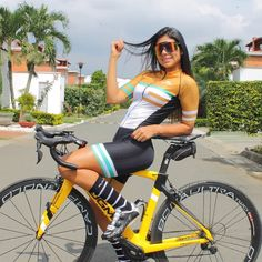 Bicycle Women, Road Bike Women, Bicycle Race, Bicycle Girl, Bike Rides, Cycling Girls, Women's Cycling, Cycling Jerseys, Cycle Chic