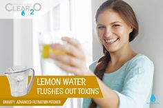 Lemon Water Flushes out Toxins Water Filter Pitcher, Filtered Water Bottle, Energy Boosters, Water Pitchers, Lemon Water, Vitamins And Minerals, Our Body, Fun Drinks, Drinking Water