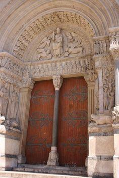 [ARLES]     Arles  #provence #alpes #cote #azur #tourism #tourisme #france #south #sun #arles #pacatourism #pacatourisme #PACA #provencal #ocean #beach #tourismepaca #tourismpaca
