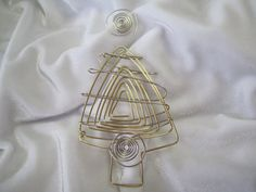 Use coupon code: PIN10 for 10% off! What a great addition to your Christmas tree ornaments, this wire tree (shown in brass and silver-tone)   If you need larger quantities please inbox me via Etsy.  Size:  ap... #homemade #ornament