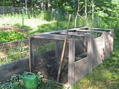 Specially designed hot composting system converts large amounts of yard and kitchen waste to usable compost in a short time. Compost Bucket, Compost Soil, Outdoor Landscaping, Outdoor Gardens, Organic Gardening, Gardening Tips, Edible Garden, Outdoor Projects, Pallet Projects