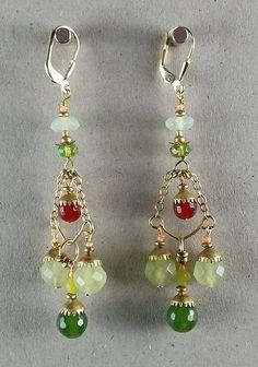 Vintage Ohrringe aus New York: Facettierte Perlen aus Jade, Karneol und Onyx mit einer vintage Messingkette und neuen Messingkappen. Material: vergoldetes Silber. Diese Ohrringe sind aus einer Limited Edition, hergestellt in Brooklyn, New York.
