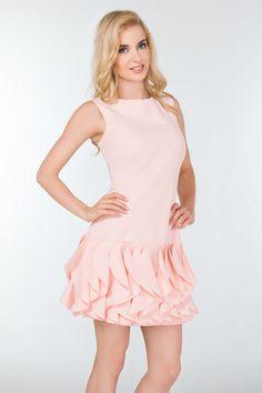 Sisi pudrowy róż Wieczorowa sukienka z lekko elastycznej tkaniny. Model etui…
