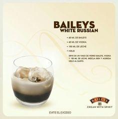Con vodka Baileys Cocktails, Cocktail Drinks, Cocktail Recipes, Baileys Milkshake, Liquor Drinks, Coffee Drinks, Alcoholic Drinks, Beverages, Drinks Alcohol Recipes