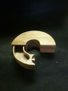 Circle box Woodworking Box, Woodworking Projects That Sell, Bandsaw Projects, Wood Projects, Box Maker, Into The Woods, Wooden Jewelry Boxes, Wooden Puzzles, Small Boxes