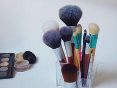 brush rush.  Ich liebe mein Make Up-Handwerkszeug. Mehr zu meinen Pinselfavoriten gibts auf dem Blog   #favourite #MakeUp #brushes #ecoTOOLs #makeupbrushes #review #chrimaluxe #BarbaraHofmann #foryourBeauty #rossmann #Müller #Naturkosmetik #vegan #Pinsel #Kosmetik #iHerb #veganbeauty #iherb #beautyproducts #crueltyfree