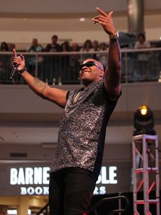 Flo Rida joined Nick Cannon at Mall of America for the TeenNick event on October 11, 2015 in Bloomington, Minnesota.   Adam Bettcher, Getty Images for Nickelodeon
