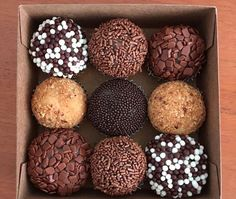 Chocolate Delight, Chocolate Lovers, Chocolate Recipes, Dessert Boxes, Dessert Decoration, Watermelon Cake Pops, Snack Recipes, Dessert Recipes, Desserts