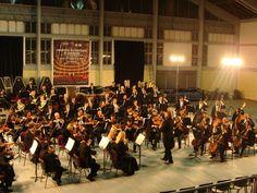 Orquesta Filarmónica de Santiago en el gimnasio José Rojas Zamora de San Antonio.