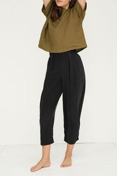 Sample Sale - Overstock - Andy Trouser in Black Silk Crepe - inspo outfit - Trending Casual Outfits, Cute Outfits, Fashion Outfits, Womens Fashion, 20s Fashion, Fashion Styles, Modesty Fashion, Rock Fashion, Travel Outfits
