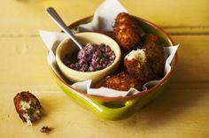 Bolinho de bacalhau com tapenade de azeitonas | Panelinha - Receitas que funcionam