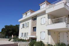 €96 Aqua Sole Apartments Povljana se nachází v centru obce Povljana, jen pár metrů od oblázkové pláže a nabízí ubytování s možností vlastního stravování,...