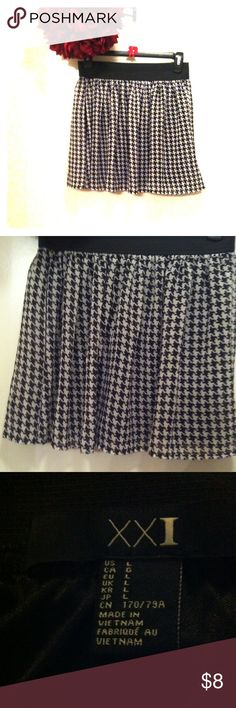 Houndstooth Skirt Cute skirt in good condition. Waist: ~26 inches. Length: ~15 inches. Black waistband is stretchy. Skirts Mini