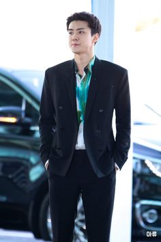 200115 sehun heading to paris to attend the berluti 2020 f/w men's fashion show Men Fashion Show, Mens Fashion, Airport Photos, Suho Exo, Global Brands, Brand Ambassador, My King, Rapper, Suit Jacket