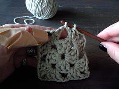 omⒶ KOPPA: VIRKKⒶUSOHJE - isoäidinneliö Crochet Necklace, Floral, Diy, Interesting Stuff, Spring, Amor, Ponchos, Tejidos, Needlepoint