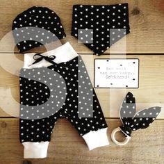 Selfmade babyset mutsje kwijlslab broekje bijtring bunnyoren bio tricot sterren black & white