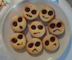 Biscotti emozionali per Halloween Halloween Buffet, Halloween Dinner, Halloween Cupcakes, Bolacha Cookies, Mini Desserts, Cookie Desserts, Halloween Breakfast, Healthy Meals For Kids, Everyday Food