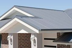 ironstone roof surfmist facia - Google Search Metal Roof Houses, House Roof, Facade House, House Facades, Colorbond Roof, Weatherboard Exterior, Roof Colors, Brick Colors, Exterior House Colors