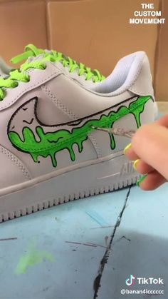 Custom Sneaker Art Customization Video By Artists (Custom Nike, Vans, Adidas, Air Force One) - Trend Unisex Mode 2019 Hype Shoes, Women's Shoes, Shoes Sneakers, Nike Women Sneakers, Shoes Women, Nike Shoes Men, Art Shoes, Women Nike, Converse Shoes