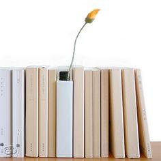 はなぶんこ(Hanabunko),本と一緒に並べる花瓶