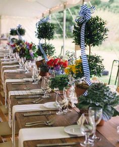 Stripes in weddings is a trend we're seeing everywhere (and we love it!) http://spr.ly/6182gsto