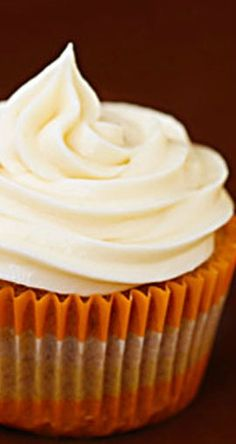 Carrot Cupcakes w/ Cream Cheese Frosting | gimmesomeoven.com