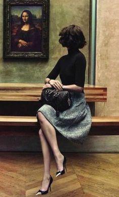 Arizona Muse et Mona Lisa, dans la campagne « L'Invitation au Voyage » de Louis Vuitton. Crédit: Inez & Vinoodh.