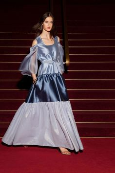Fashion Week Paris Resort 2018 look 30 from the Alexis Mabille collection womenswear Fashion 2018, Fashion Week, Fashion Show, Fashion Dresses, Fashion Tips, Fashion Design, Women's Fashion, Fashion Trends, Alexis Mabille