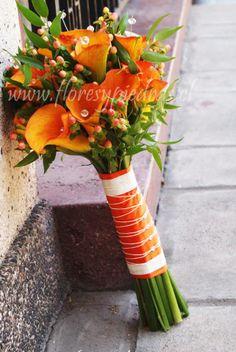 Calas!!!!!! Hermosas calas de colores, atrévete con el color y la frescura de las calas para tu ramo de Novias. Diseño Flores y Piedras. www.floresypiedras.cl