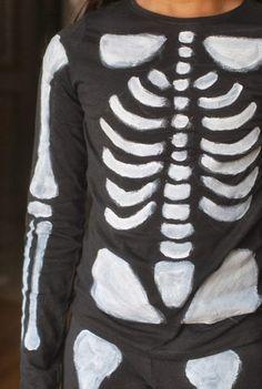 The Grand Bazaar: DIY Disguise Skelett (Tuto in was . Kid Costume, Skeleton Costume Kids, Ghost Halloween Costume, Spooky Costumes, Classic Halloween Costumes, Easy Halloween Crafts, Last Minute Halloween Costumes, Homemade Halloween, Halloween Birthday