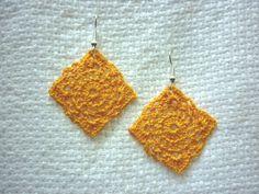 Orecchini quadrati gialli uncinetto