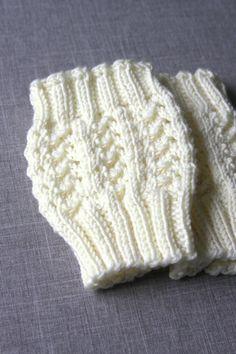 Lacy Stitch Boot Cuff pattern by Hilary Frazier Ravelry: Lacy Stitch Boot Cuff by Hilary Frazier Crochet Boot Cuffs, Crochet Leg Warmers, Crochet Boots, Knit Boots, Loom Knitting, Knitting Patterns Free, Knit Patterns, Knitting Accessories, Knitted Hats