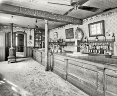 "New Orleans circa 1906.  ""Old Absinthe House -- the bar."""