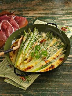 Baked green asparagus with mascarpone - Spargel - Vegetable Recipes, Vegetarian Recipes, Healthy Recipes, Mozarella, Baked Asparagus, Spring Recipes, Main Meals, Soul Food, Food Inspiration