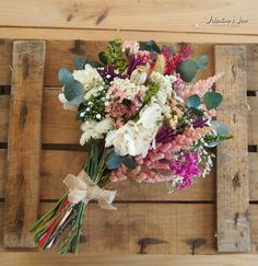 29 super Ideas for wedding flowers bouquet rustic florists Wedding Reception Backdrop, Card Table Wedding, Wedding Table Centerpieces, Best Wedding Favors, Gifts For Wedding Party, Diy Wedding, Wedding Things, Wedding Ideas, Flower Decorations